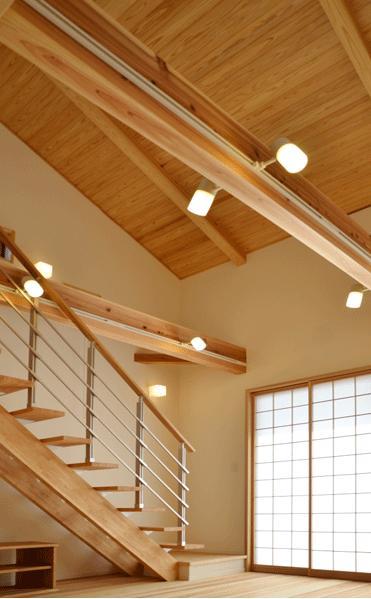 ハタノウエ~和歌山の家~の部屋 スポットライトが明るく照らす階段