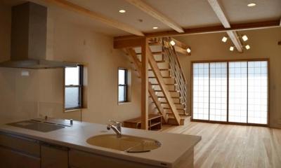ハタノウエ~和歌山の家~ (キッチンからリビングの眺め)