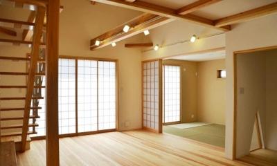 リビングと和室を眺める|ハタノウエ~和歌山の家~