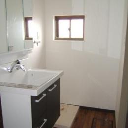すっきりとした洗面室 (採光で明るいLDKへ)
