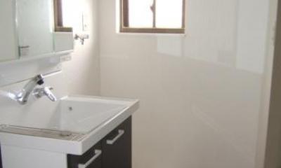 すっきりとした洗面室|採光で明るいLDKへ