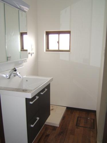 採光で明るいLDKへの写真 すっきりとした洗面室
