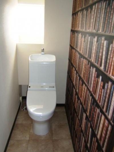 採光で明るいLDKへ (落ち着いた空間のトイレ)