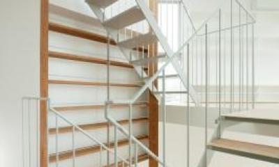 上大崎の家 (各スペースを繋ぐオープン型階段)