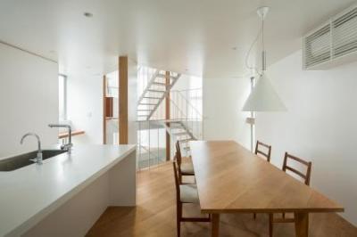白を基調としたダイニング・キッチン (上大崎の家)