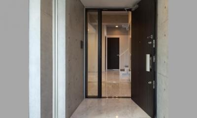 住宅部分玄関 TKプロジェクト