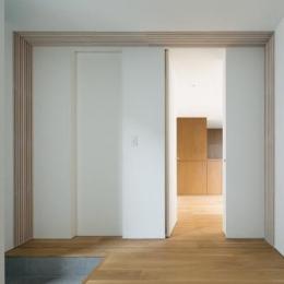 桜新町の家 (玄関・洋室)