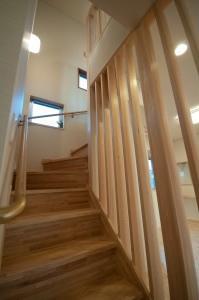 中ノ島の家の部屋 ルーバー付き階段