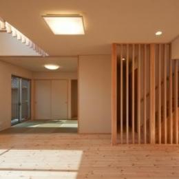 和室と繋がりのあるリビング (中ノ島の家)