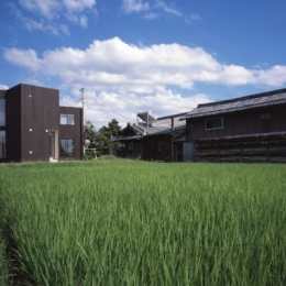 日野町のいえ (遠方から見た建物外観)