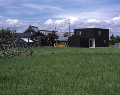 日野町のいえの部屋 遠方から見た建物外観