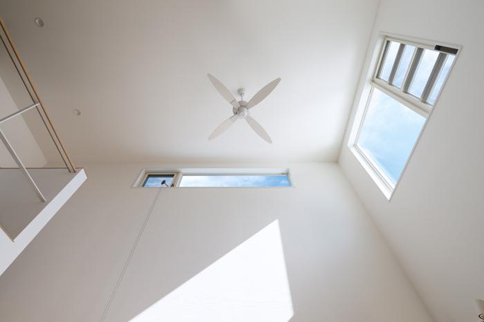 Tu・Na・Ga・Ru家の部屋 シーリングファン・明かり取り窓
