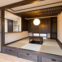 掘り炬燵のある小上りの畳スペース