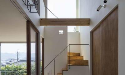 天井の高さが6.7メートルある玄関|生駒の家