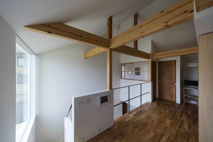 生駒の家の部屋 木を感じる2階廊下