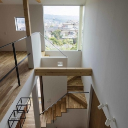 生駒の家 (2階廊下から見下ろす)