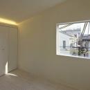 阿倍野の家の写真 光が差し込む寝室