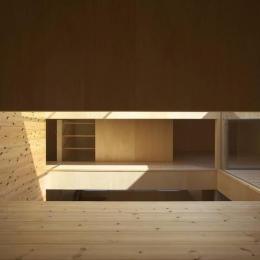 今宮の家 (光が差し込む2階のオープン個室空間)