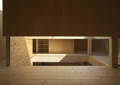 光が差し込む2階のオープン個室空間 (今宮の家)