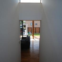 Rias House #138 (階段からリビングを望む)