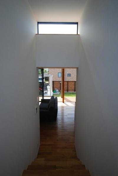 階段からリビングを望む (Rias House #138)