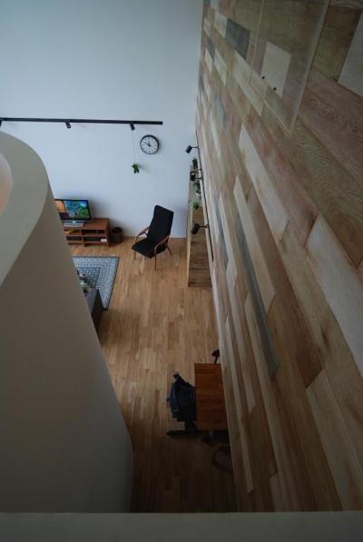 Bianco grigio #114 (吹き抜けから一階を見下ろす)