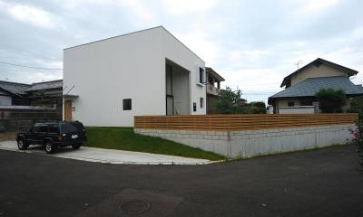 Bianco grigio #114 (白いキューブ型の建物外観)
