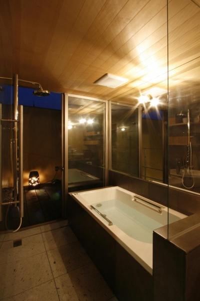 夜の浴室 (中国黄土の家)