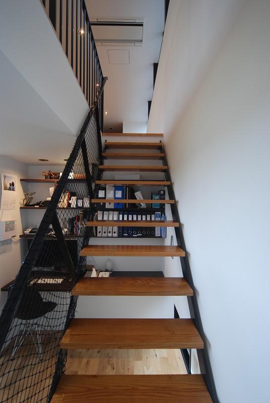 House N #128の部屋 書斎コーナー・階段