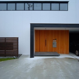 House N #128 (玄関ポーチ)