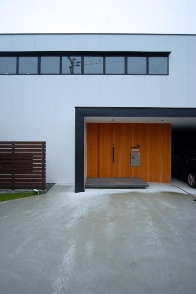 玄関ポーチ (House N #128)