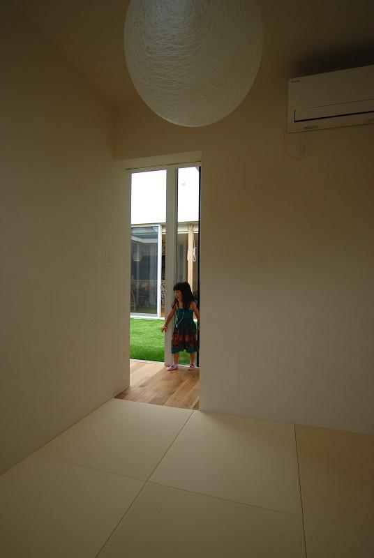 Matryoshka house #113の写真 明るい色の琉球畳を敷いた和室