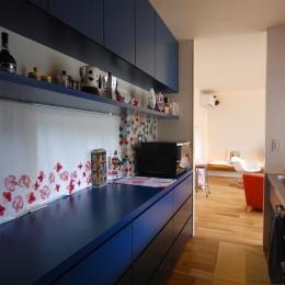 Matryoshka house #113 (青のカップボード)