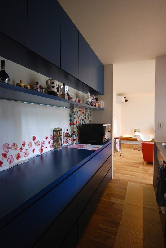 Matryoshka house #113の部屋 青のカップボード
