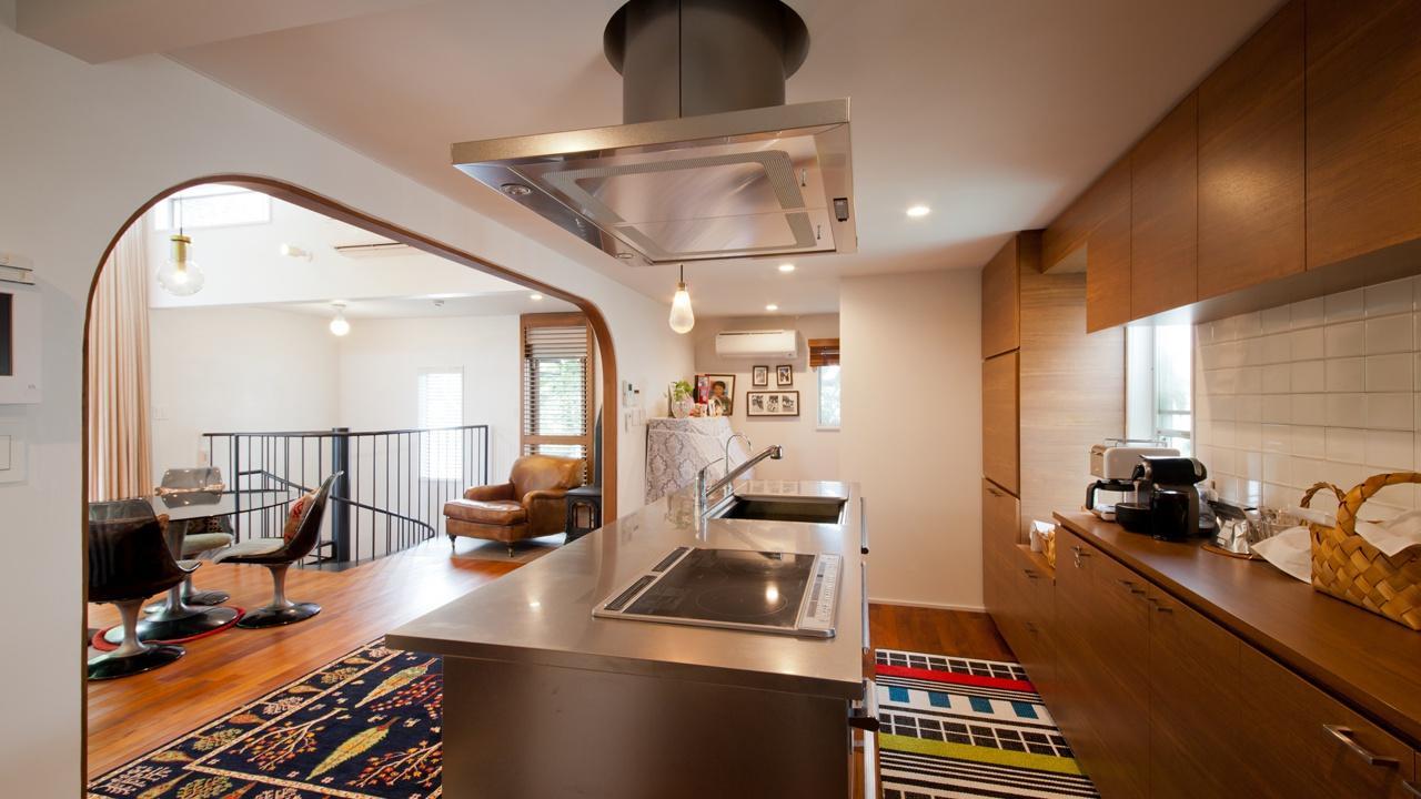 切り通しの家の写真 収納たっぷりのアイランドキッチン
