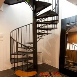 切り通しの家-特注した螺旋階段