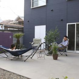 運ぶ家-中庭に新設されたタタキ