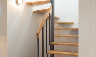 西山の住まい_土間床のある暮らし (階段1)