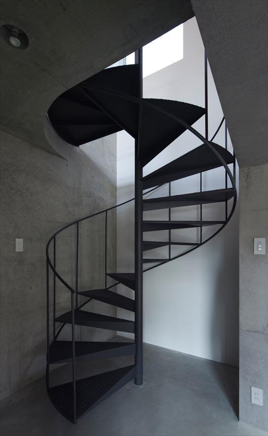 2010 CYYの部屋 存在感のある螺旋階段