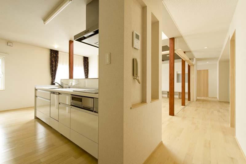 高野の家の部屋 対面キッチン