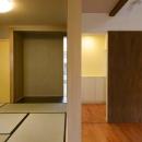 田向の家の写真 和室と繋がりのあるリビング
