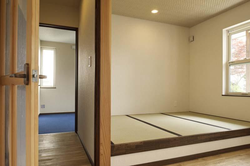 ドッグリビングのある家の部屋 小上がりの畳スペース