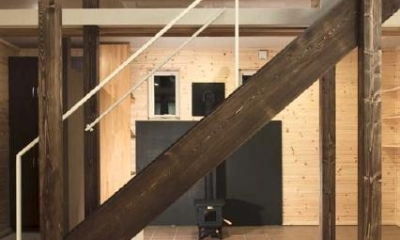 ドッグリビングのある家 (リビング階段)