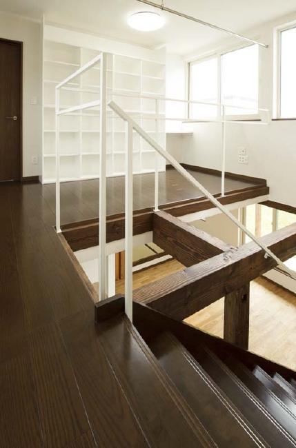 ドッグリビングのある家の部屋 吹き抜け・2階廊下