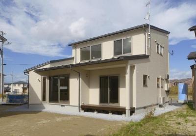 ピアノのある家 (縁側のある建物外観)