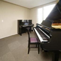 ピアノのある家 (ピアノ室)