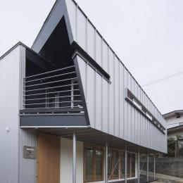 2008 AKT (プライベート空間のある外観)