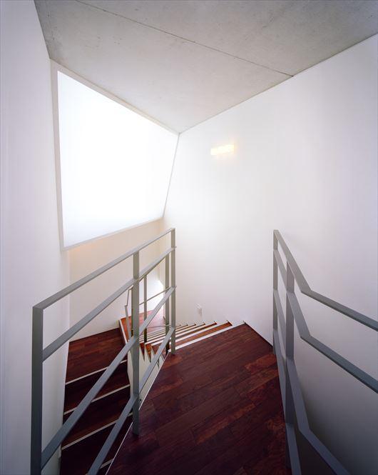 2004 REI (回り階段)