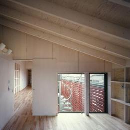 2003 YIS (壁収納のある寝室)