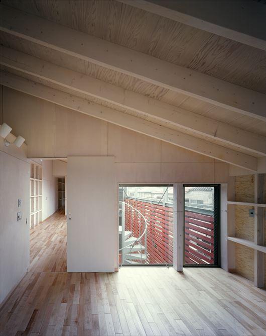 2003 YISの部屋 壁収納のある寝室